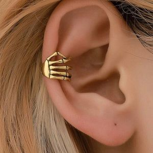 💀 Single pierce-less skull hand ear cuff 💀